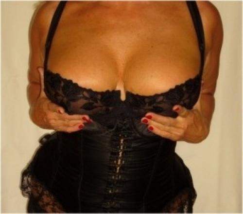 hemlighet oberoende eskort bröst